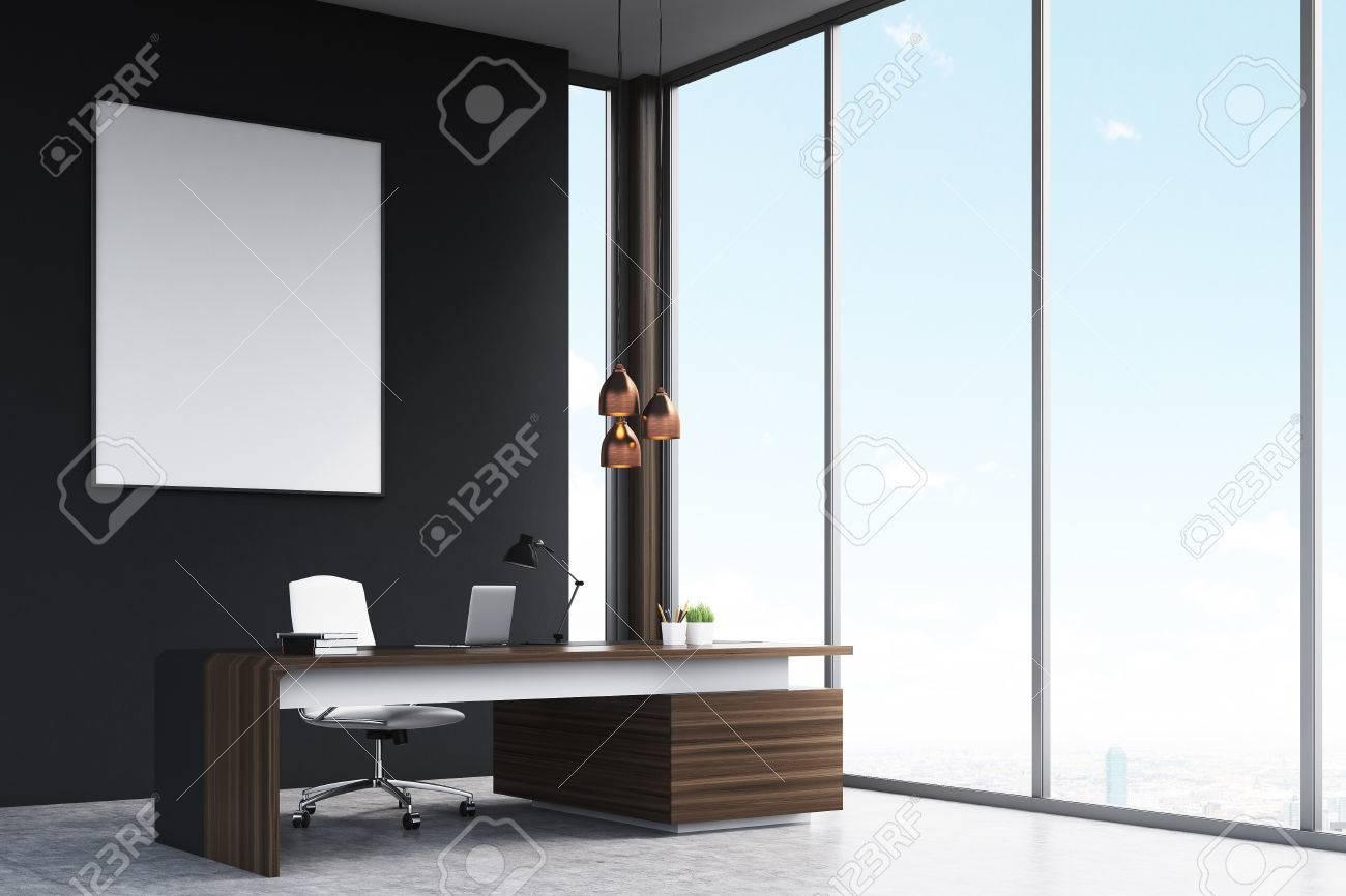 Bureau Mur Noir : Vue de côté d un bureau d un gestionnaire de haut rang avec une