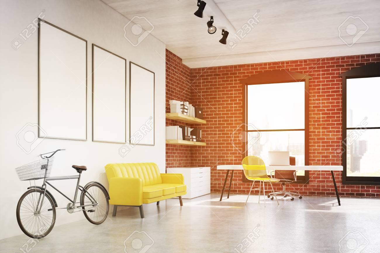 Vista Lateral De Un Interior De Oficina En Casa Con Silla ...