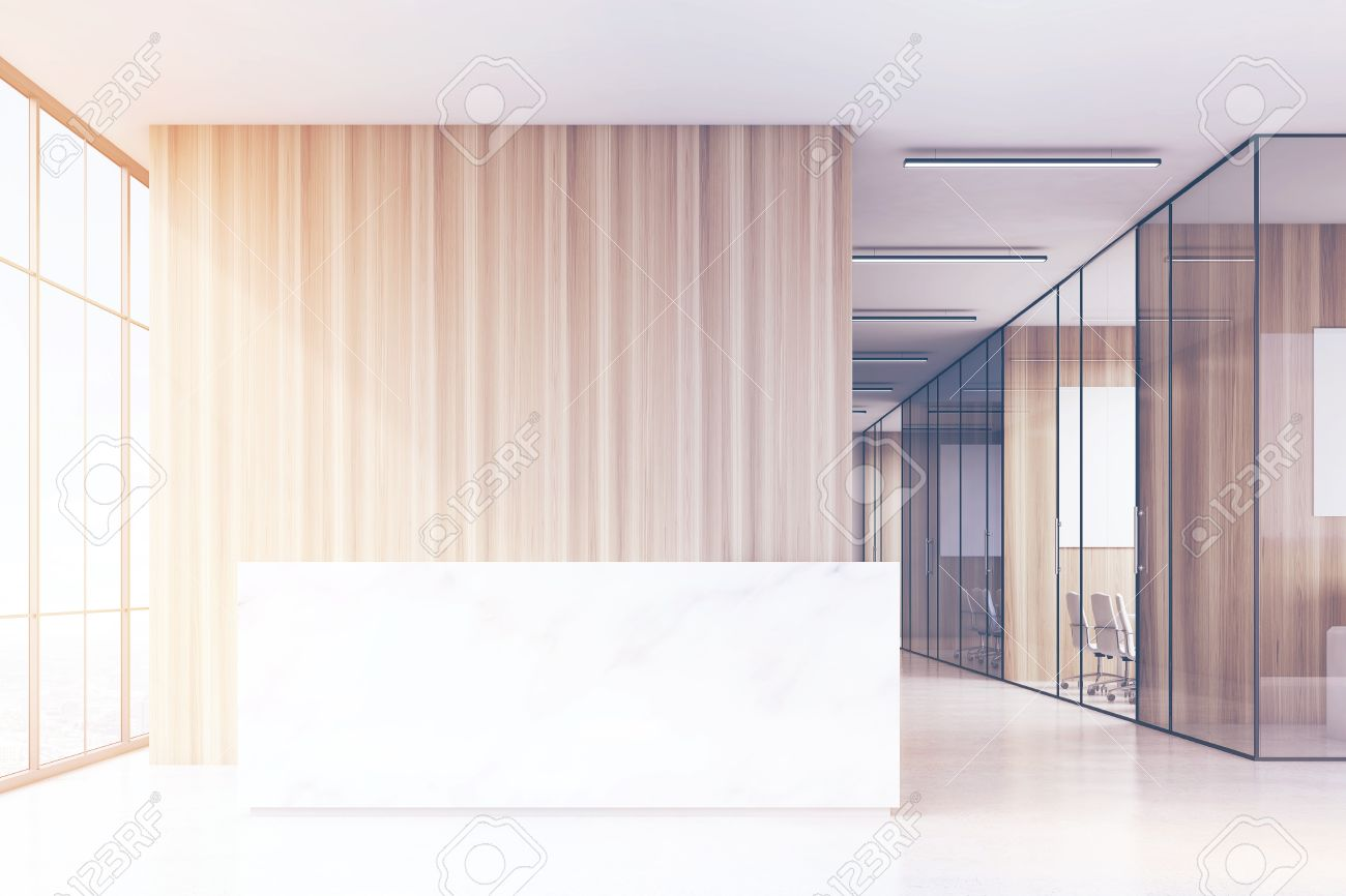 Ufficio Legno E Vetro : Ufficio sala con finestre panoramiche e luminose pareti in legno e