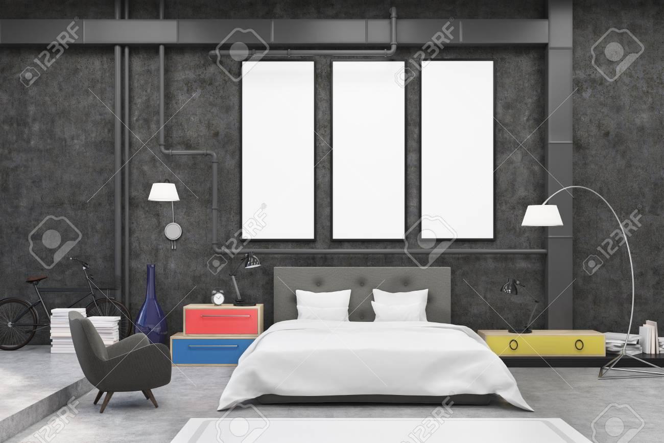 Parete Colorata Camera Da Letto interni della camera da letto con le pareti nere e tre striscioni verticali  su di loro. c'è un grande letto, una poltrona, due lampade e comodini