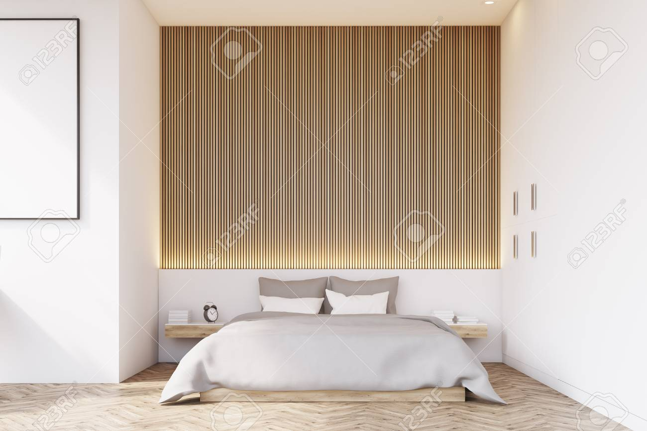 Comodino Per Camera Da Letto : Vista frontale di una camera da letto con una parete di legno e