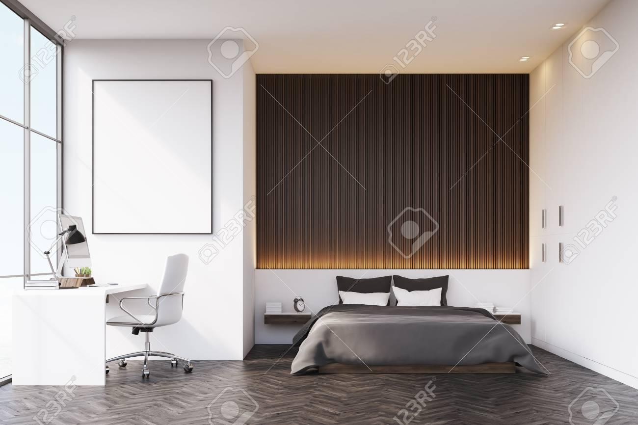 Schlafzimmer Mit Einer Holzwand über Dem Doppelbett. Es Gibt Einen ...