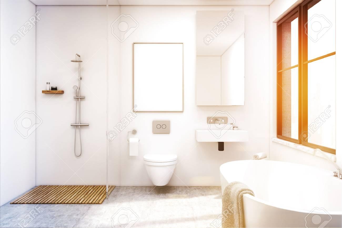 Vue de face d\'un intérieur de salle de bain avec douche, toilettes et  lavabo. Il y a une grande fenêtre et un grand miroir sur un mur. Rendu 3d.  ...