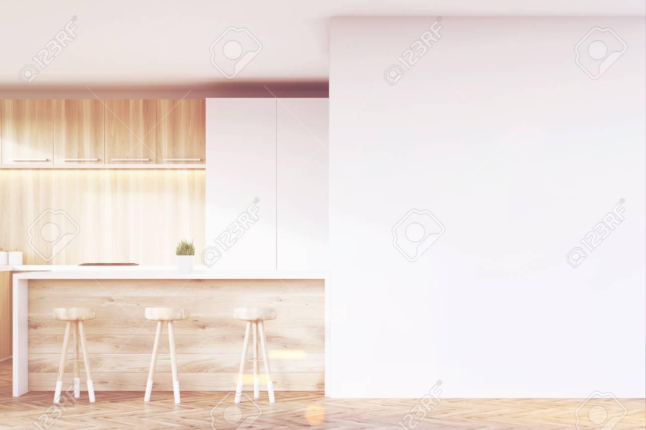 Immagini stock cucina interna fatta di legno chiaro con frammenti