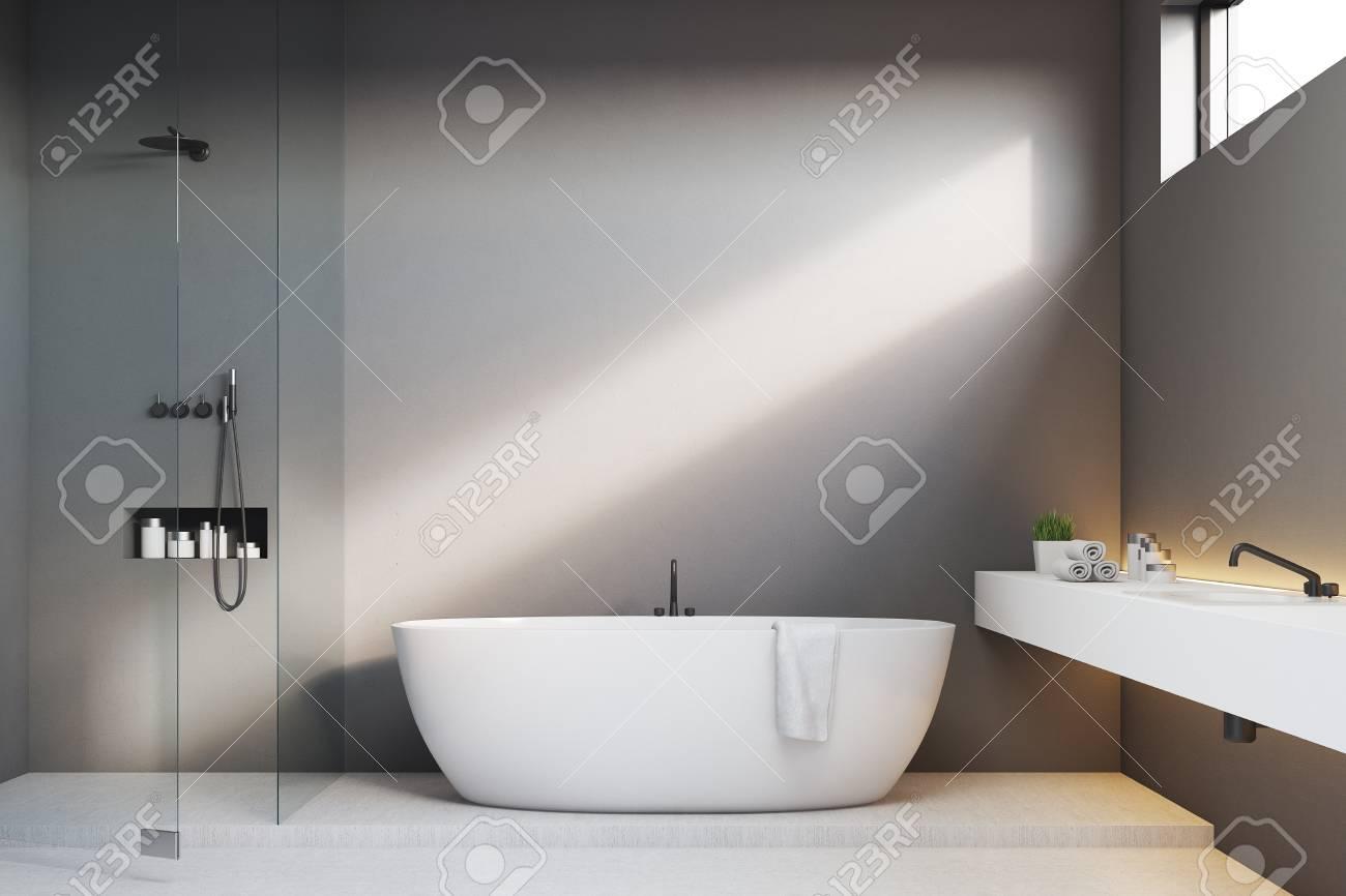 Bagno minuscolo con doccia direttamente davanti al lavandino