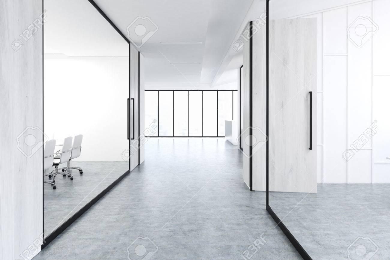 Couloir De Bureau Avec éléments De Décoration En Bois Et Verre Gris ...