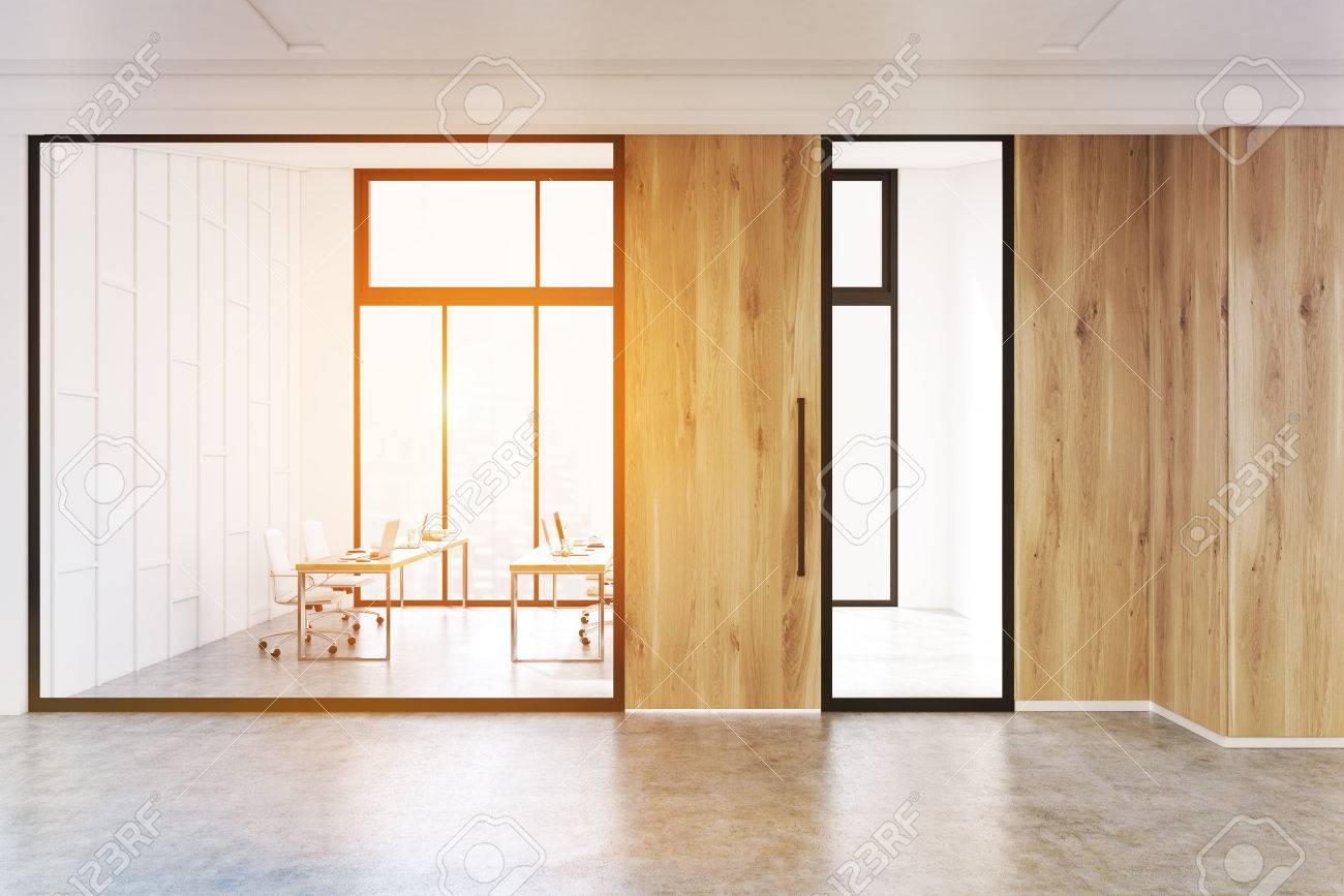 Intérieur de bureau moderne avec une salle de conférence avec des