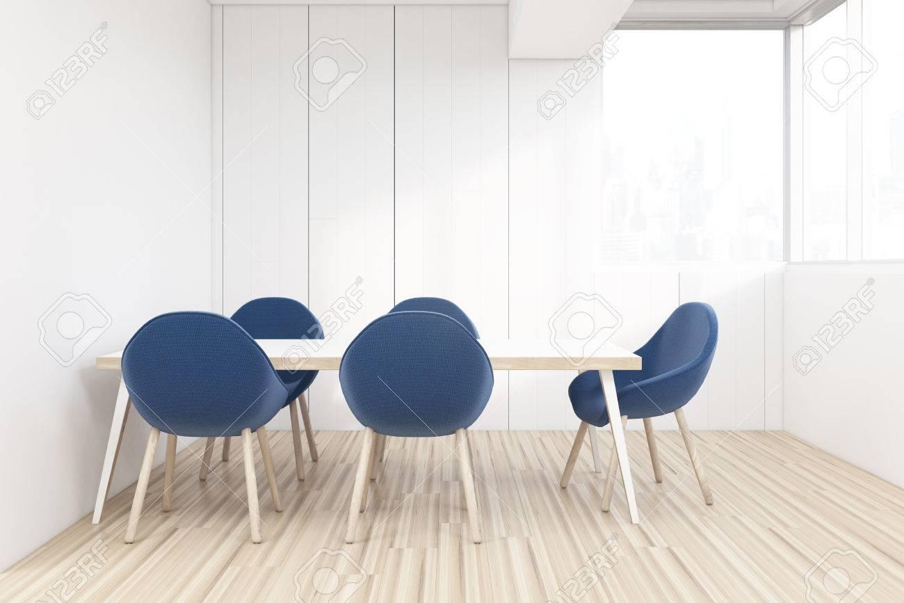 En La Oficina Con Azules Gran AlrededorRepresentación Una Comedor Y Madera Sillas Mesa De Varias 3d vmw8nN0Oy
