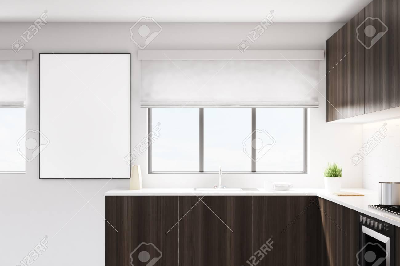 Küche Mit Einer Theke Aus Dunklem Holz. Es Gibt Ein Breites Fenster ...