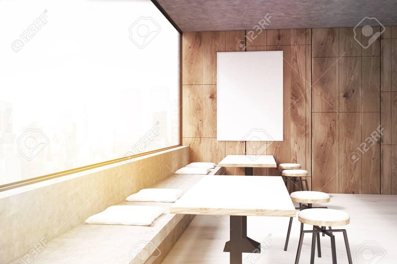 Interiore del caffè con un manifesto verticale appeso su una parete