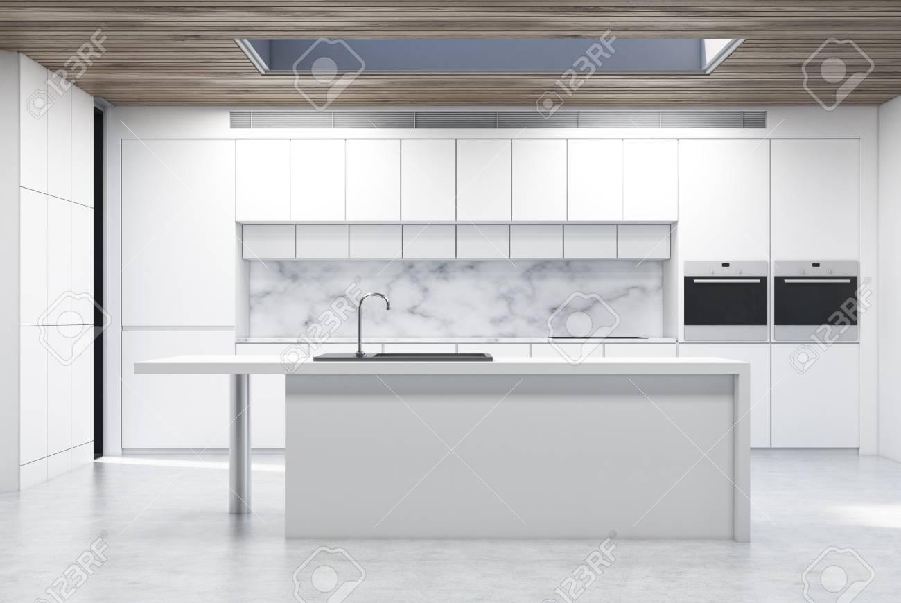 Frontansicht Einer Küche Insel In Einer Küche Mit Weißen Theken Und ...