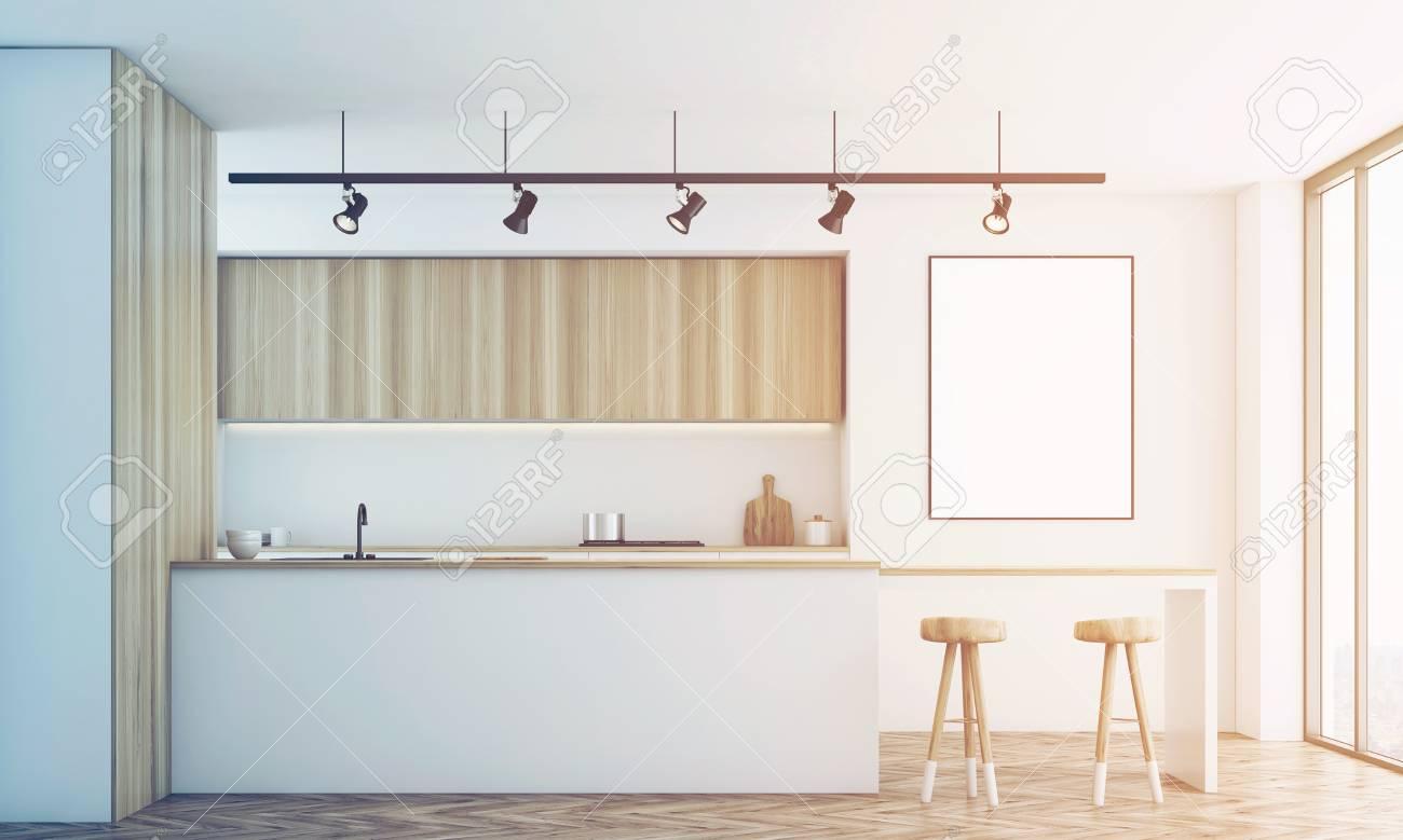 Vista Frontale Di Una Cucina Bianca Con Un Bar E Mobili In Legno ...