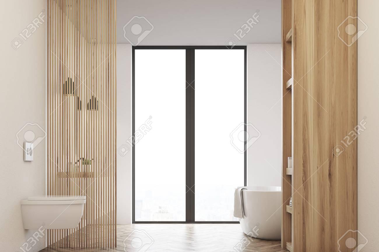 Vue de face d\'une salle de bain avec baignoire, toilettes et fenêtre. Les  murs sont en bois clair. Rendu 3D