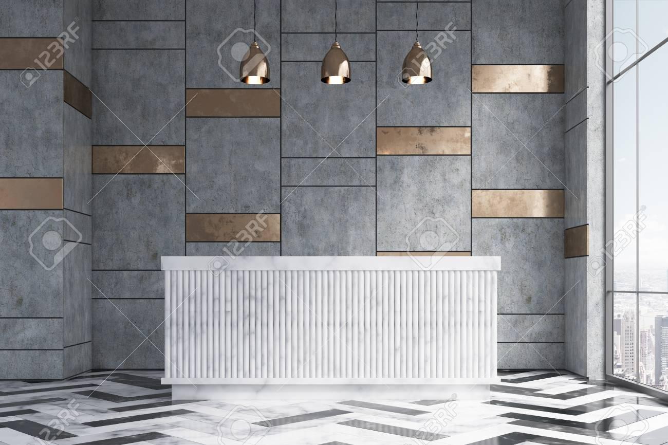 Il bancone della reception in marmo è in piedi in un ufficio con