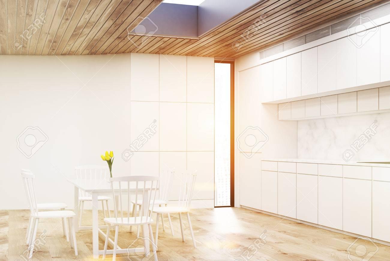 Blancs Une Et Des Fenêtre Blanche Ronde ChaisesIl Cuisine ComptoirsMarbres Murs Table Avec De A ÉtroiteRendu Intérieur Y Quatre v8NwOymn0