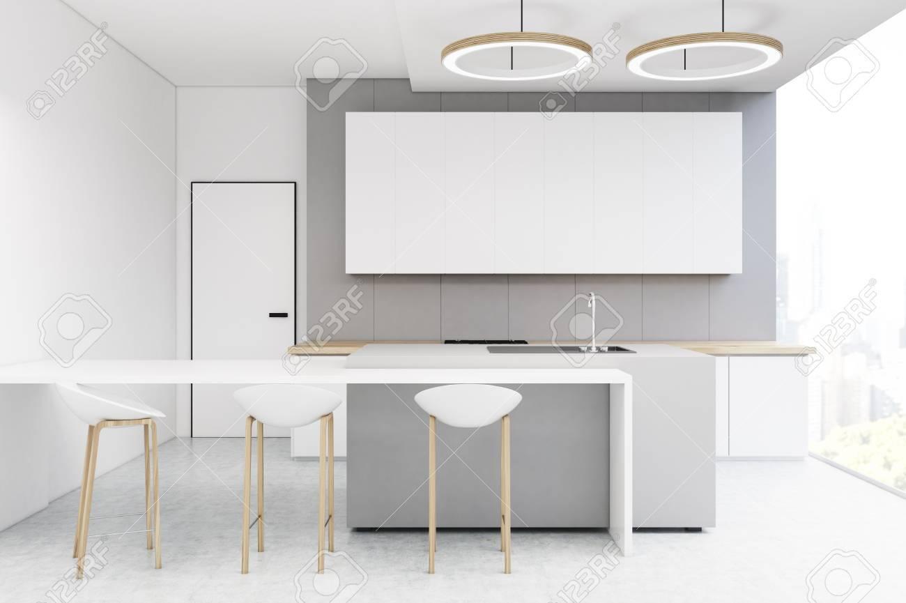 Intérieur de cuisine avec un mur gris clair, une longue affiche horizontale  accrochée à elle, une table et trois tabourets. Rendu 3D, maquette