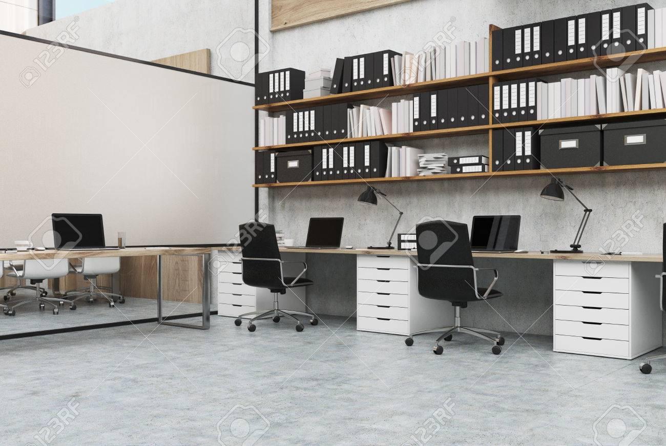 Coin d un bureau espace ouvert avec des rangées de bureaux d