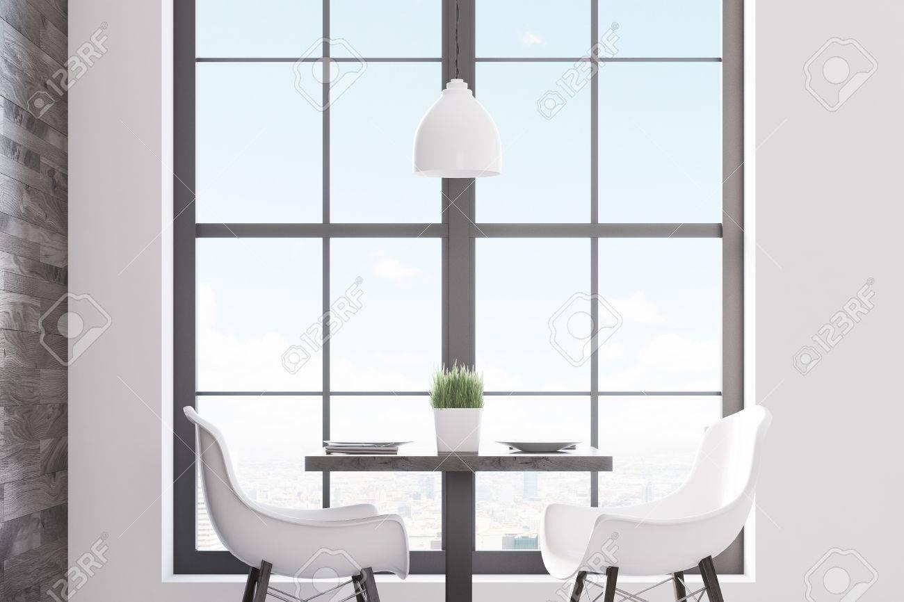 Sedie Bianche E Legno : Sedie di cuoio bianche e gambe di legno della sedia con il