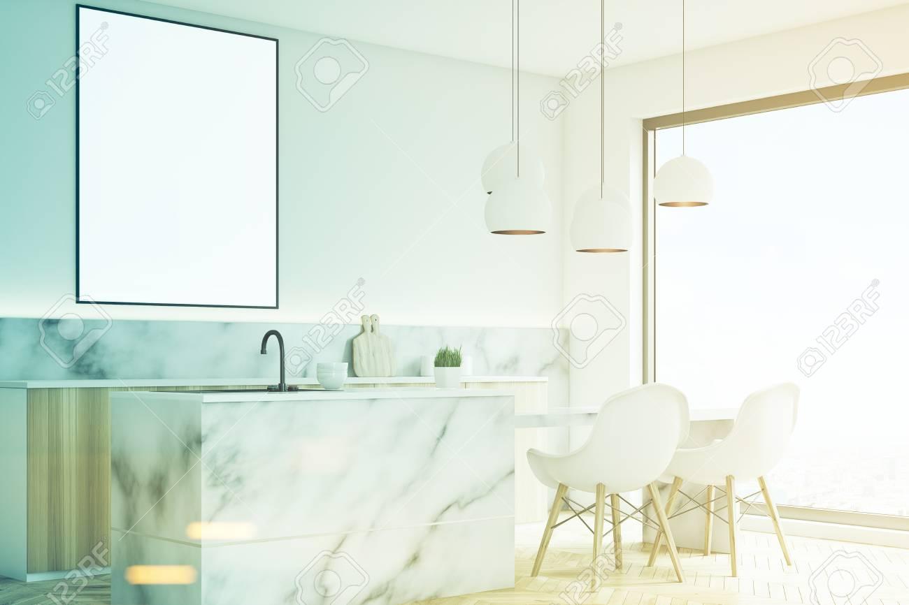 Vista Lateral De Un Interior De Cocina Moderna Con Una Pequeña Mesa ...