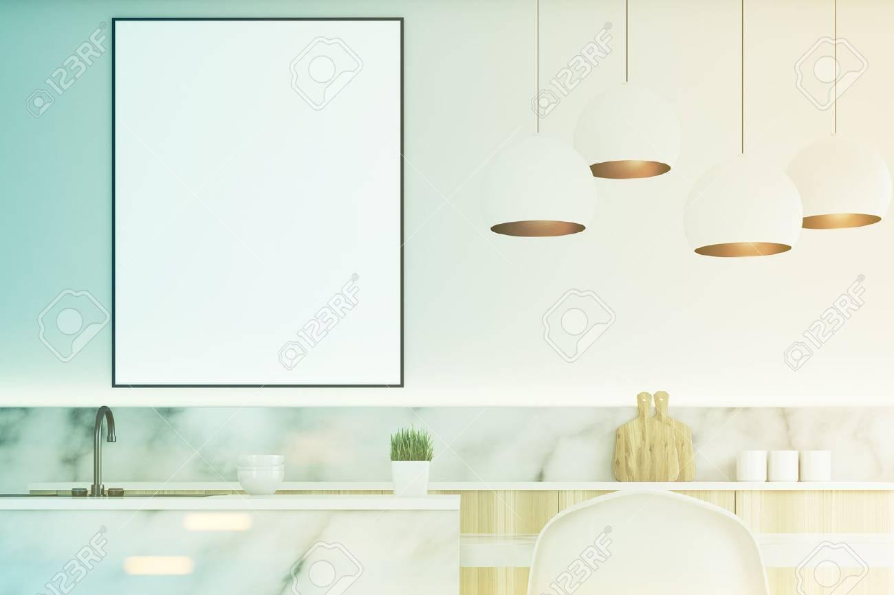 Cerca De Un Interior De La Cocina Moderna Con Una Pequeña Mesa, Dos ...