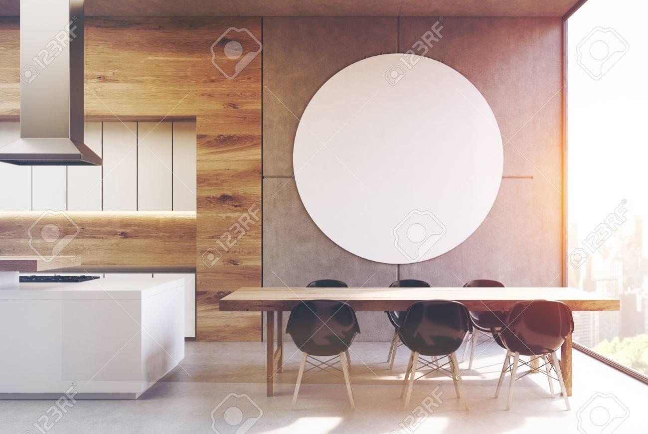 Intérieur De Cuisine Avec Une Longue Table Chaises Noires Debout Près Delle Et Une Affiche Ronde Suspendue Sur Un Mur Gris Rendu 3d Maquette