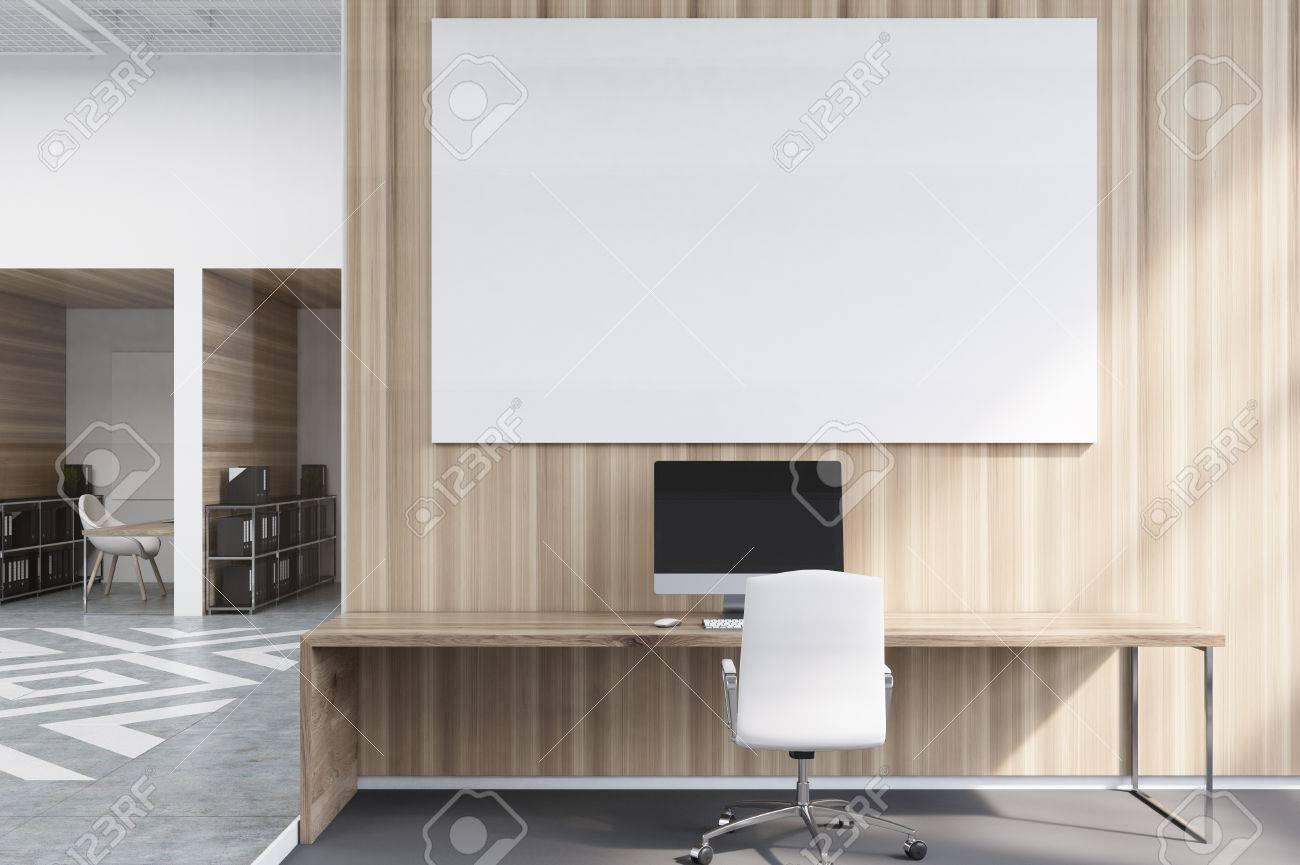 Büroschränke In Einem Büro Mit Weißen Und Hölzernen Wänden. Es Gibt ...