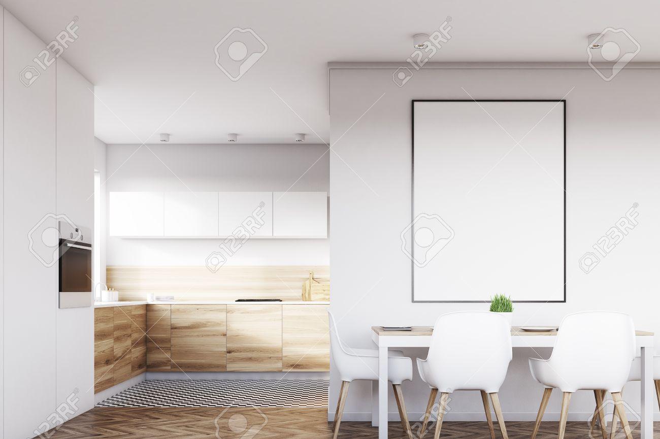 Vue De Face Dun Intérieur De Cuisine Blanche Avec Une Affiche Suspendue Au Dessus Dune Table Avec Quatre Chaises Les Planchers En Bois Clair Sont