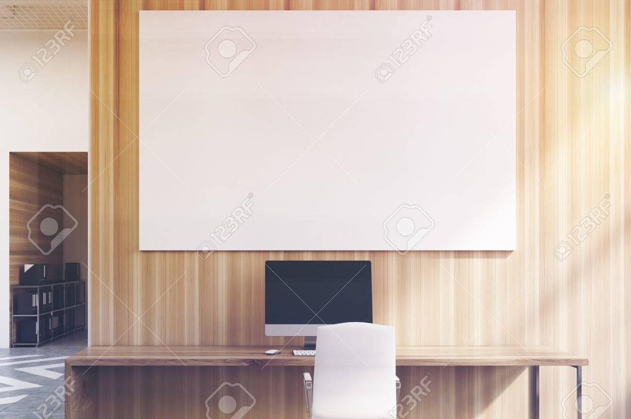 Pareti In Legno Bianco : Cubicoli ufficio in un ufficio con pareti bianche e in legno c è