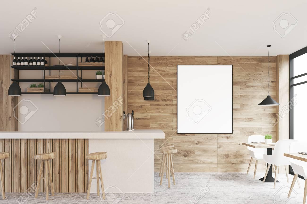 Vista laterale di un interno chiaro di caffè in legno con tavoli
