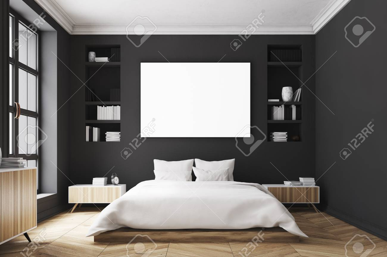 Intérieur d\'une chambre de luxe moderne avec des murs noirs, un grand lit  au centre de la pièce, deux bibliothèques sur les côtés, une grande fenêtre  ...