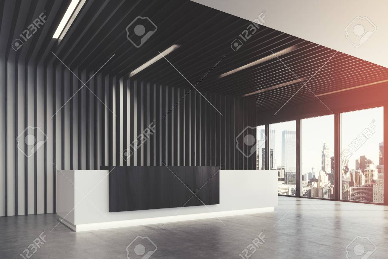 Ufficio Bianco E Legno : Vista laterale di un banco di ricezione bianco e nero è in piedi