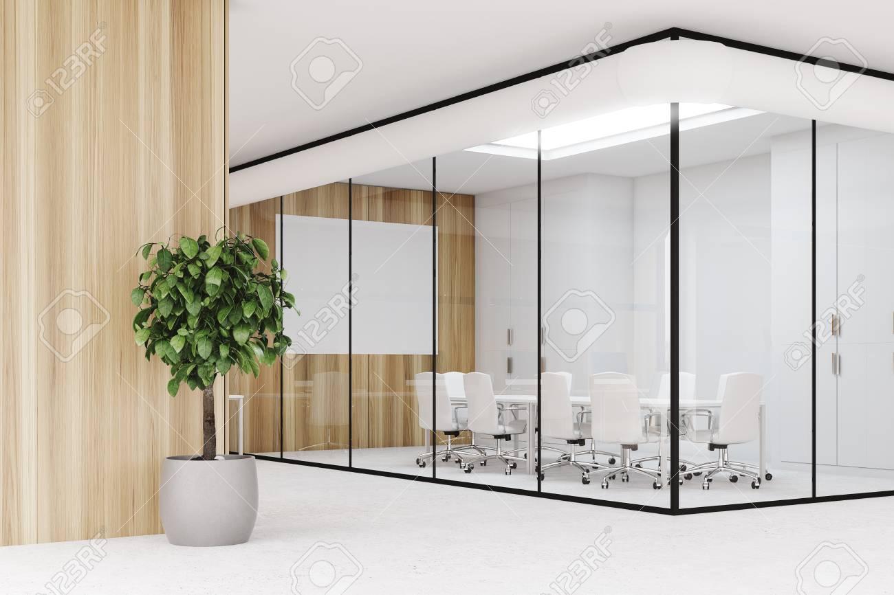 Intérieur de bureau en bois avec un sol en béton des murs de