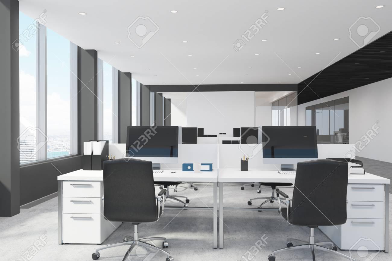 Intérieur de bureau espace ouvert blanc et noir avec des rangées de
