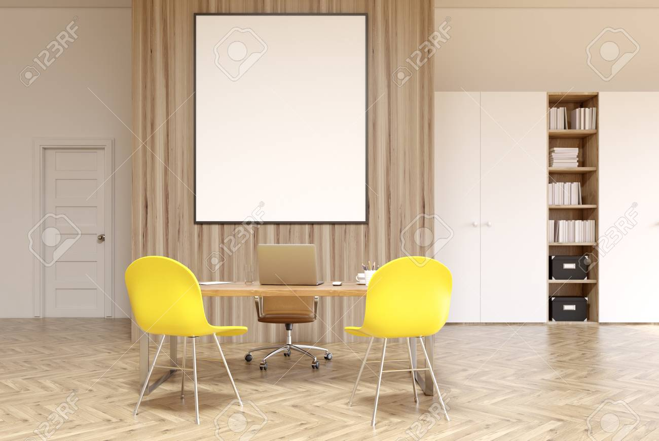 Intérieur de bureau blanc et bois avec une bibliothèque un