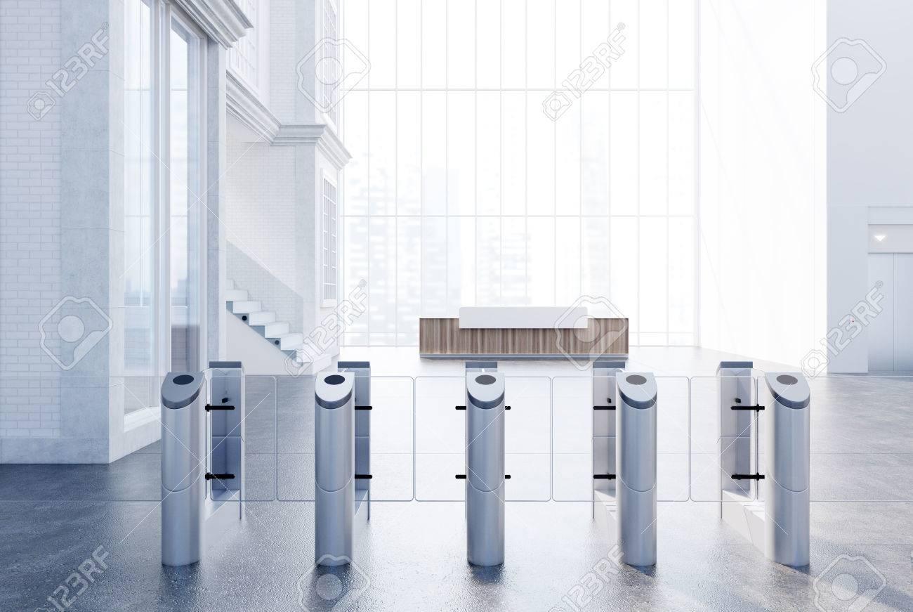Ufficio Bianco E Legno : La reception bianca e in legno è in piedi in un ufficio bianco
