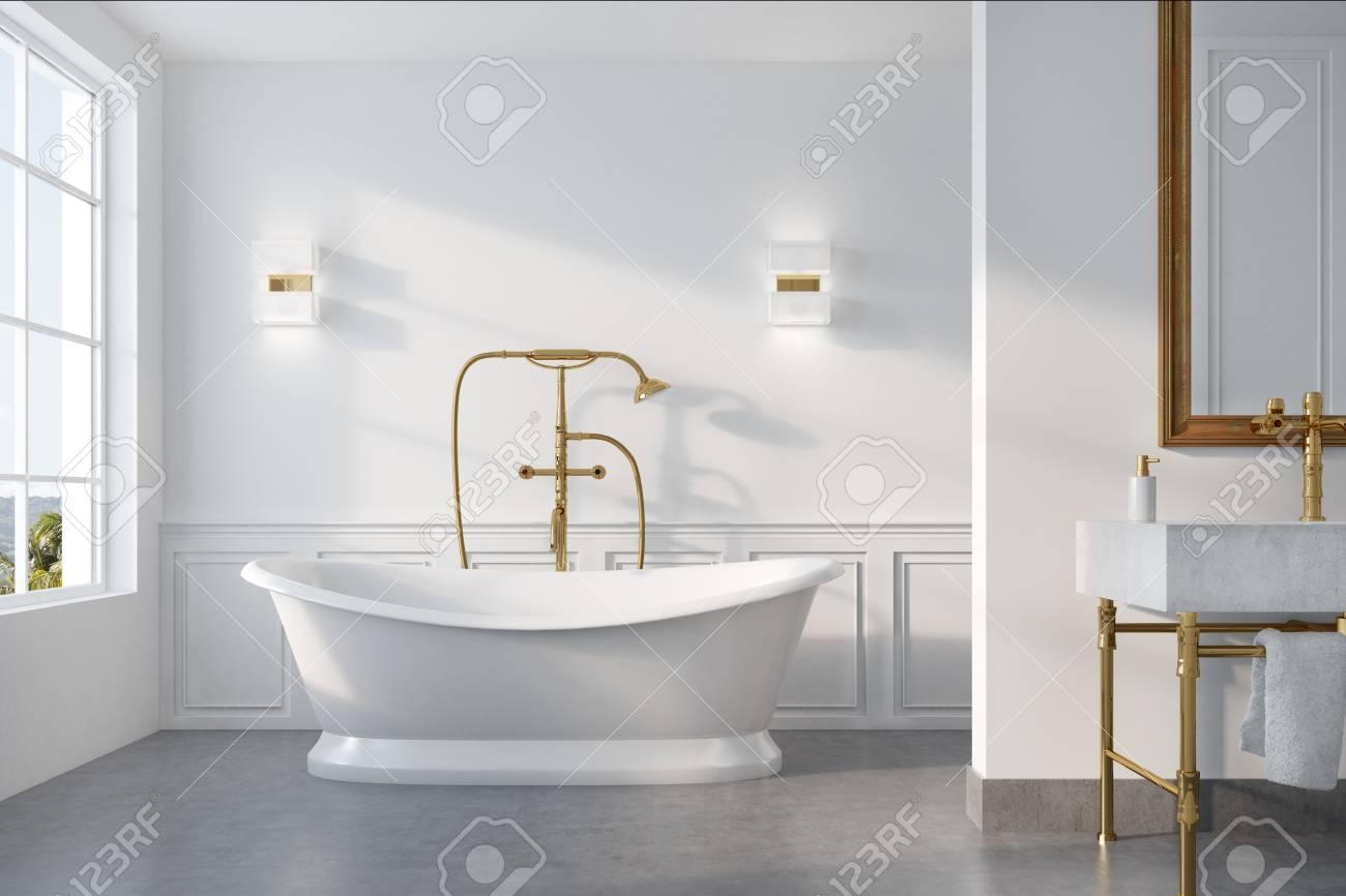 Interior Del Baño De La Vendimia Con Una Bañera Blanca, Una Ducha ...