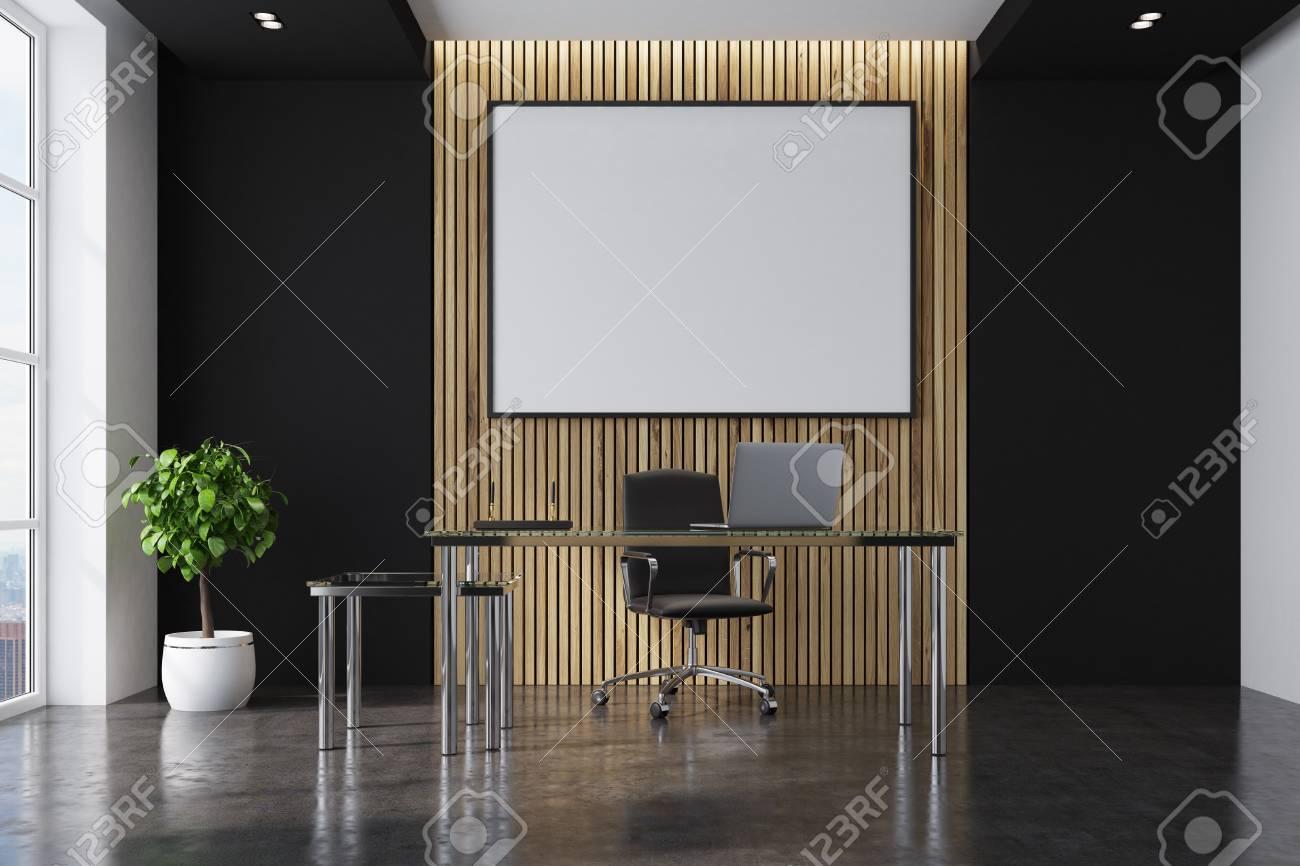 Intérieur de bureau ceo noir et en bois avec une table moderne un