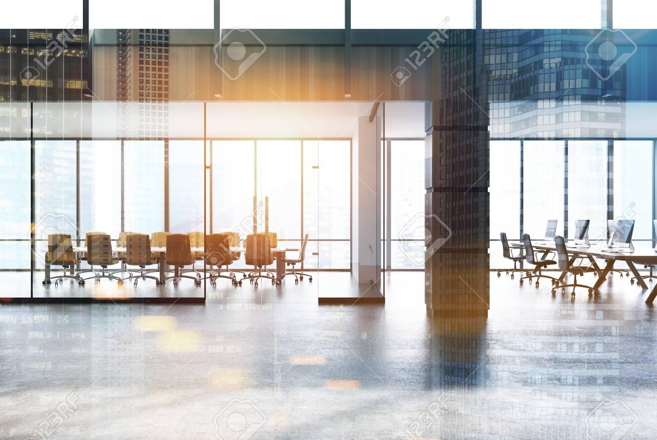 Une salle de conférence et un bureau à aire ouverte, vus du hall d\'un  bureau en mezzanine. Éléments de décoration en bois. Rendu 3d maquette  image ...