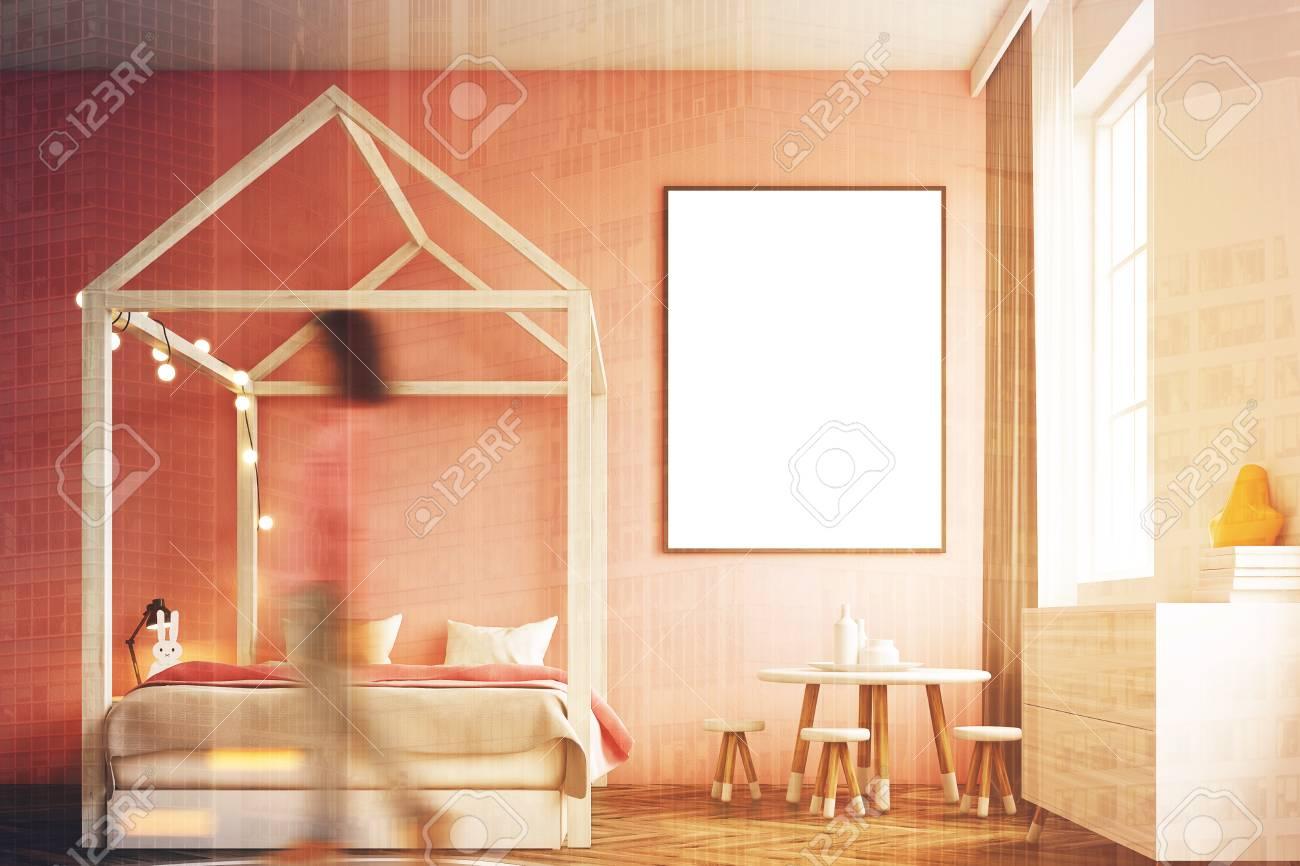 Rosa Wand Schlafzimmer | Madchen S Schlafzimmer Interieur Mit Einer Weissen Wand Eine Rosa