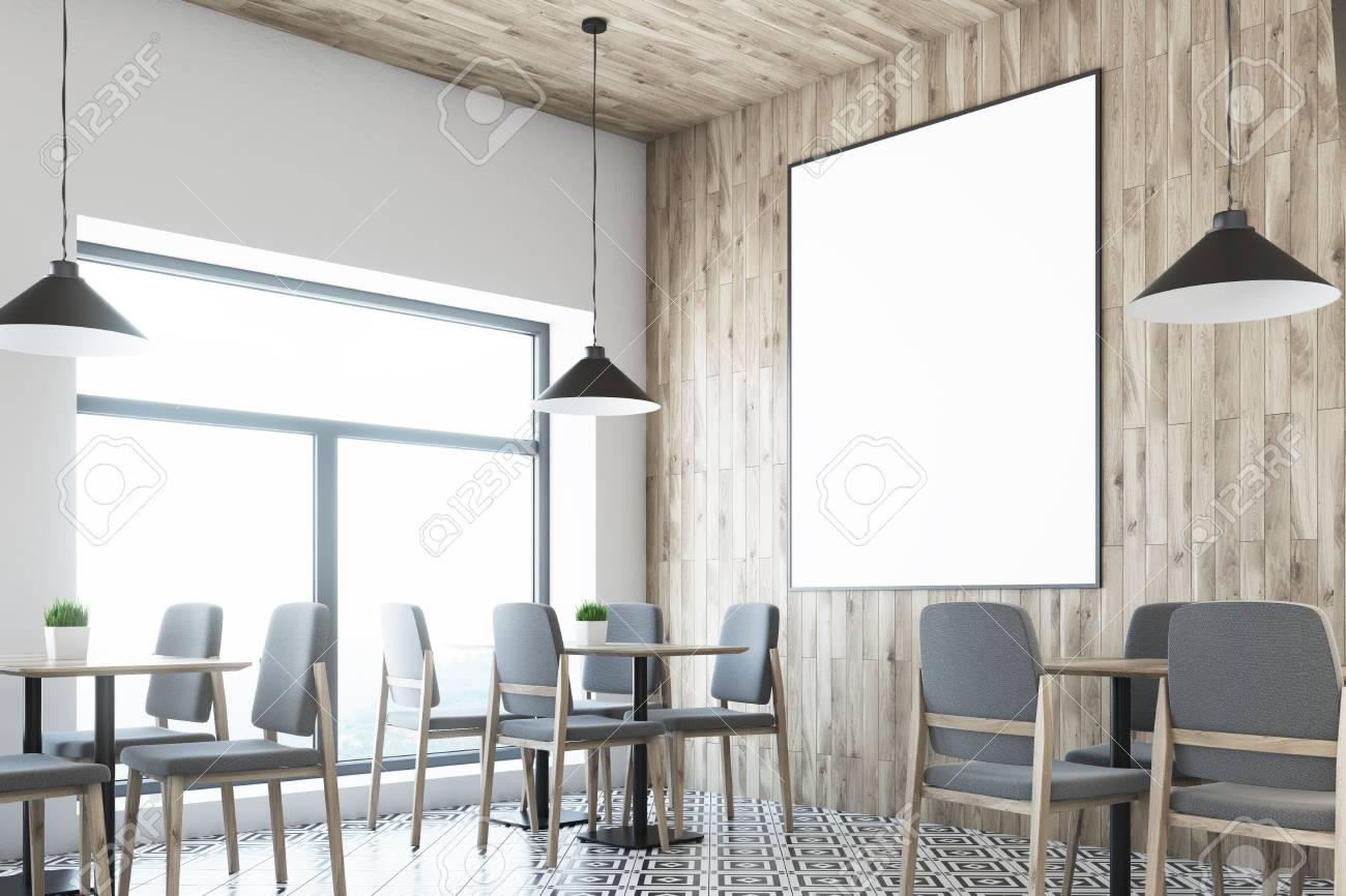 Soffitti In Legno Bianco : Immagini stock interno bianco del caffè con una parete e un