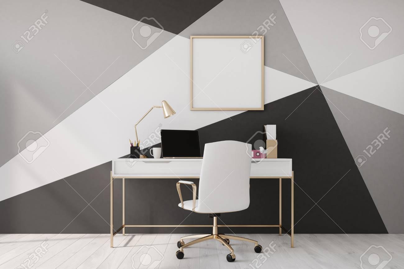 Chaise BoisUne La À Plancher Maison Modèle CarréeOrdinateur Mur Bureau Un En Affiche Et Géométrique Avec Portable Noir Blanc BodeQrCxW