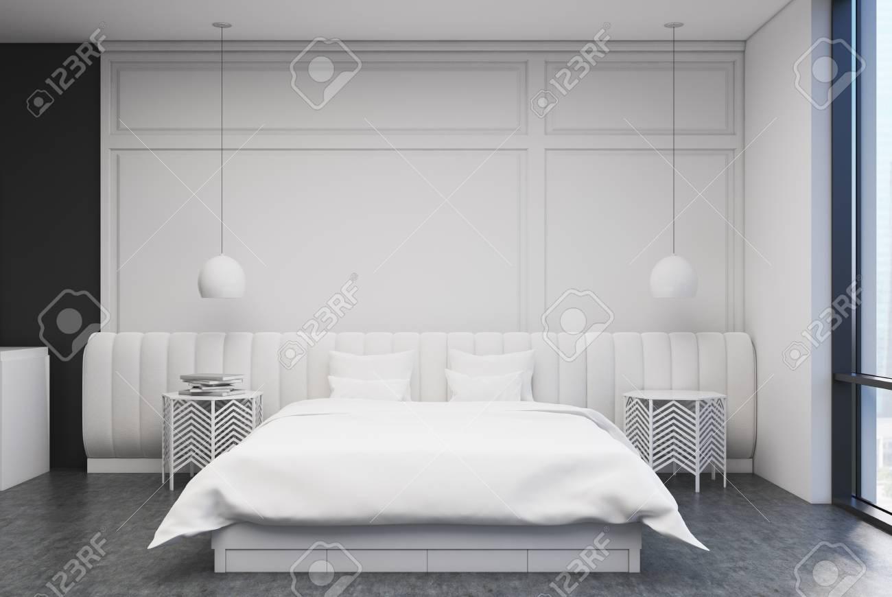 Weißes Schlafzimmer Interieur Mit Einem Betonboden, Ein Großes Bett ...
