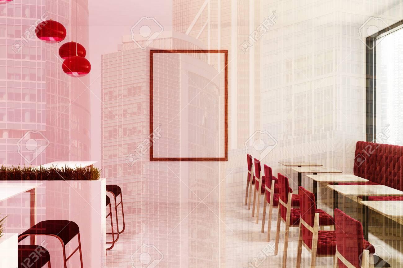Interno bianco del caffè e del bar con un pavimento di cemento