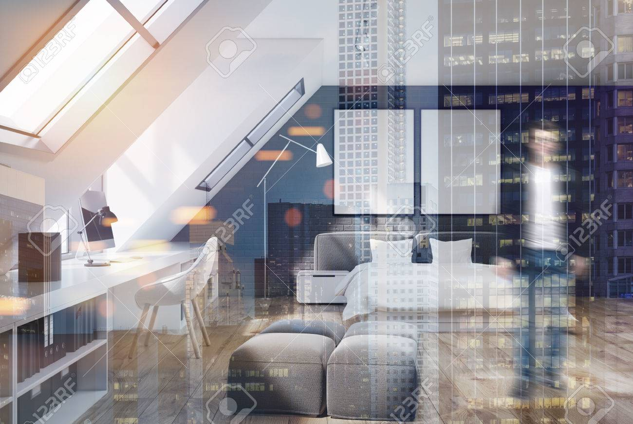 Schlafzimmer Mit Holzboden Und Weißen Und Grauen Ziegelmauern, Ein  Doppeltes Weißes Und Graues Bett Und