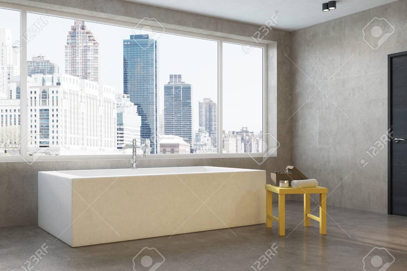 Grande Appartamento In Città Con Bagno In Cemento, Vasca Angolare ...
