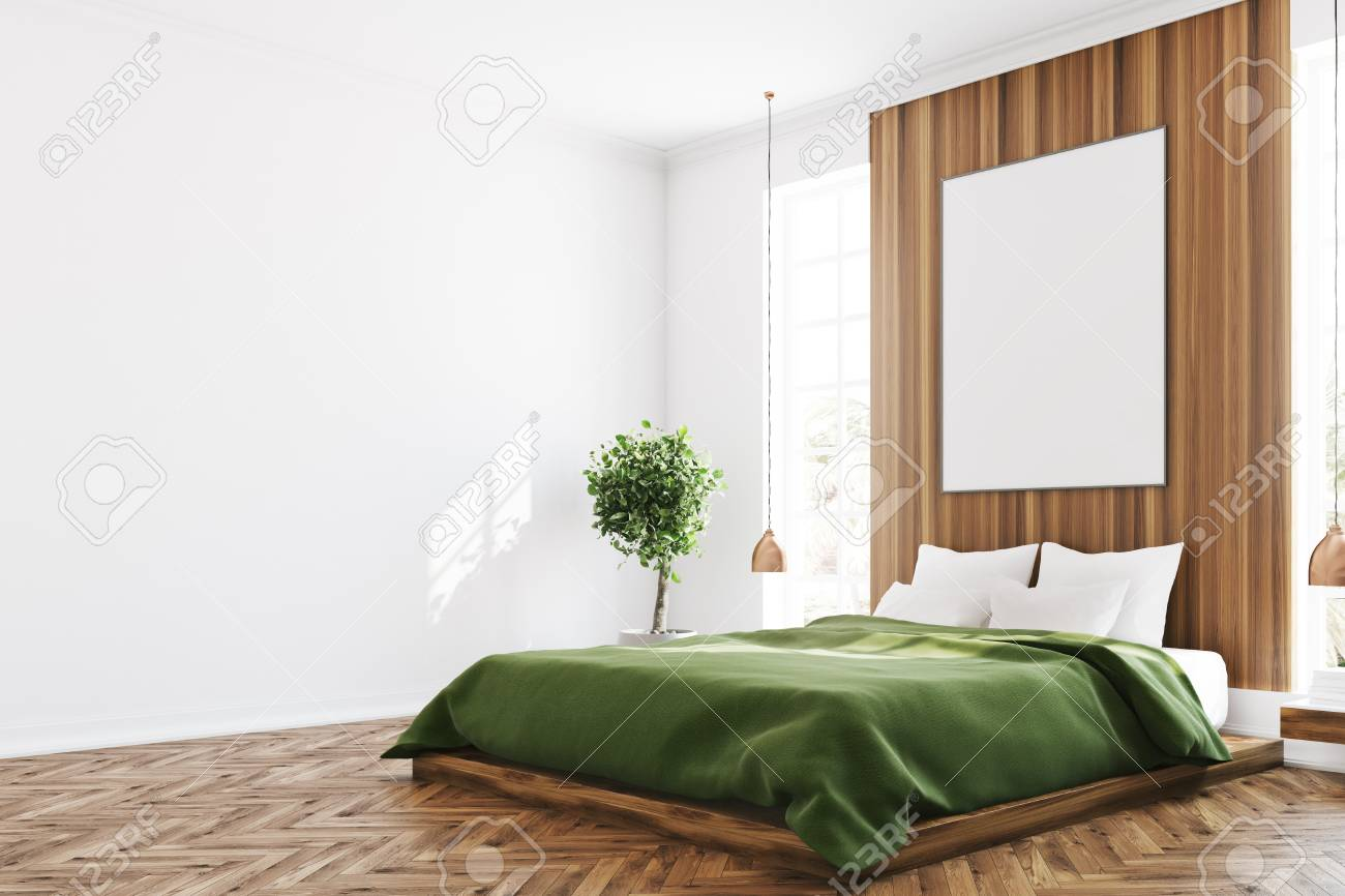 Intérieur de chambre à coucher blanc et en bois avec une grande fenêtre, un  lit vert, un arbre dans une casserole et une table de maquillage avec un ...