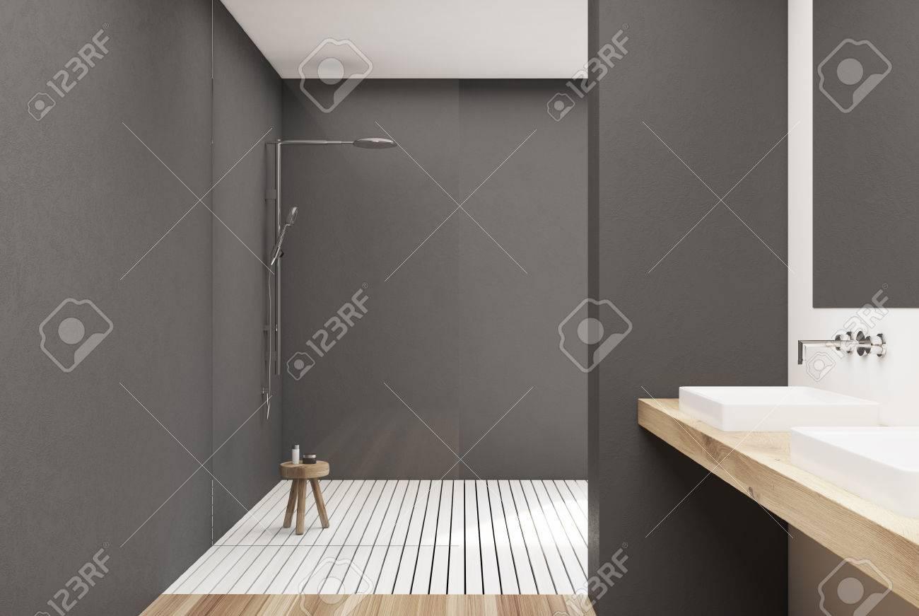Graues Badezimmer Interieur Mit Einem Weißen Holzboden, Einer Dusche ...