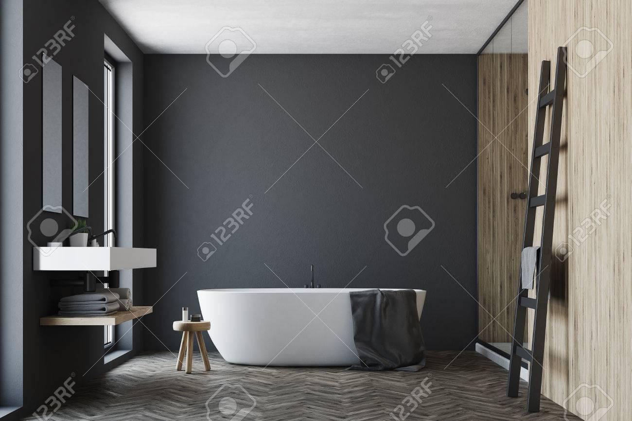 Intérieur de salle de bain noir et bois avec un plancher en bois, une  fenêtre, un double lavabo et une baignoire blanche. Maquette 3D