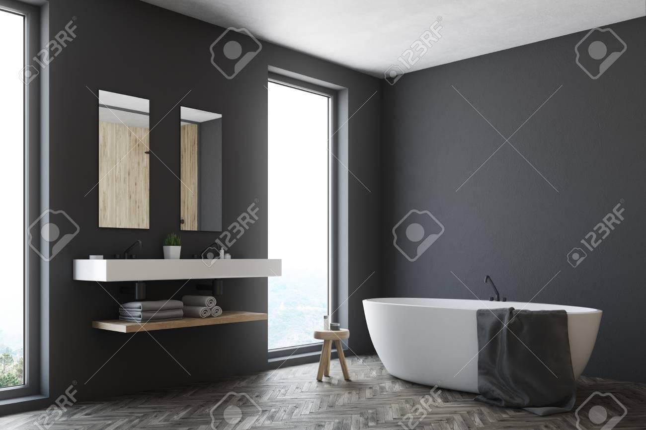Coin d\'un intérieur de salle de bain noir avec un plancher en bois, une  fenêtre, un double évier et une baignoire blanche. Maquette 3D
