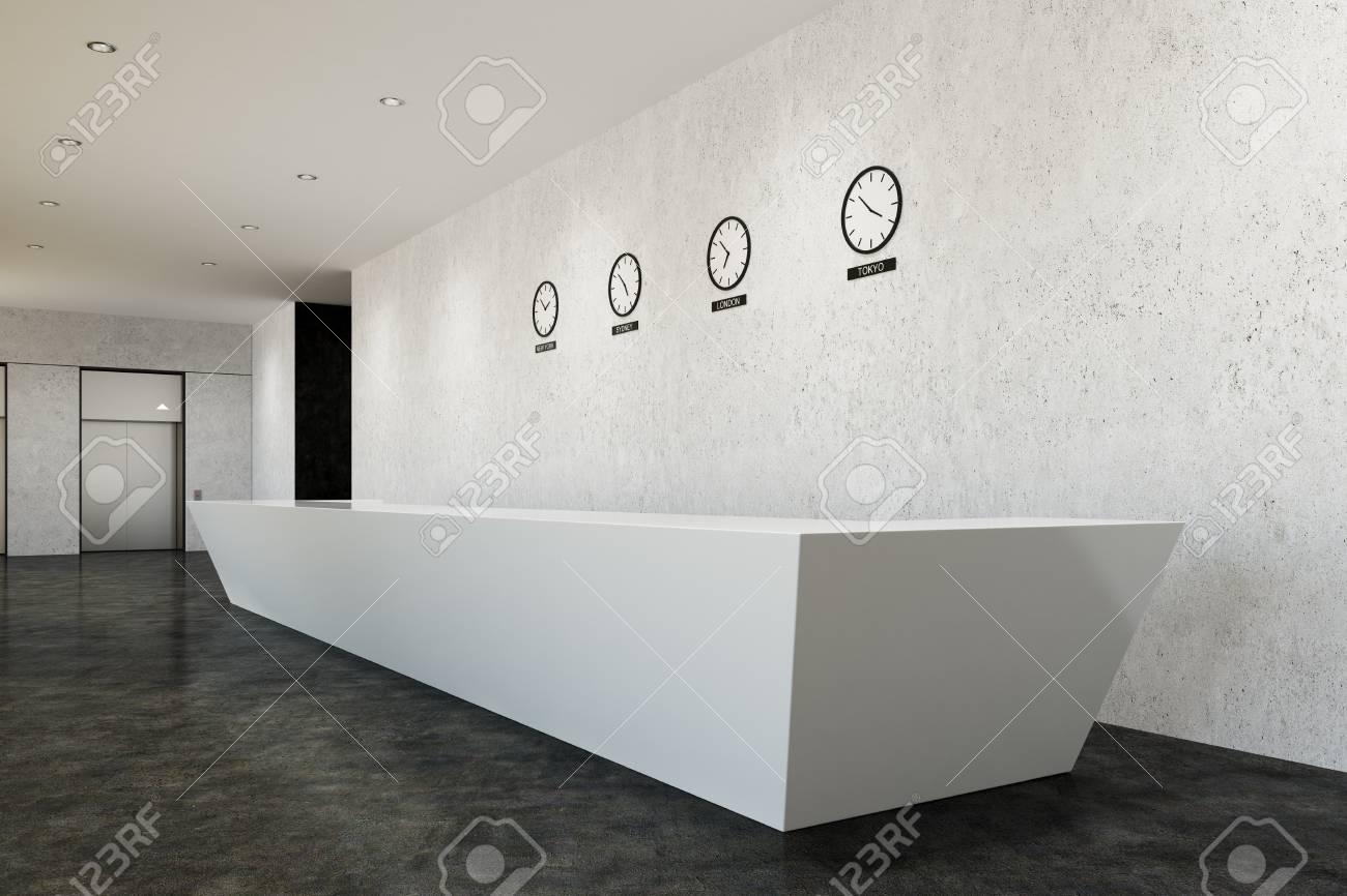 Long comptoir de réception blanc debout dans un bureau avec des murs